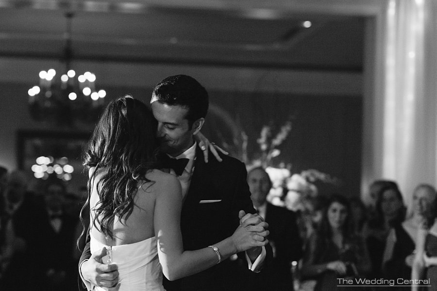 Romantic First dance during an elegant New York Botanical Gardens wedding reception - NY Wedding photographer
