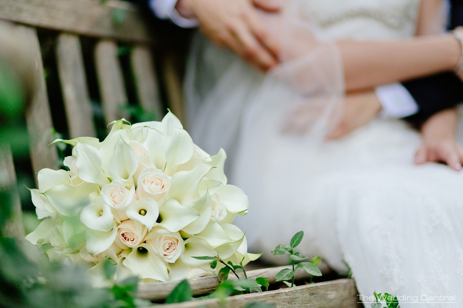 candid wedding photographer in new jersey - wedding bouquet calla lilies